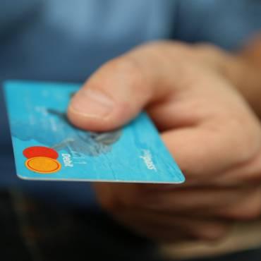 Els comerciants i empresaris hauran d'acceptar targetes o transferències per als pagaments superiors a 30 euros